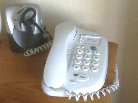 Plantronics Voyager docking base for a standard phone